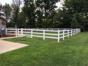 3 rail white vinyl fencing